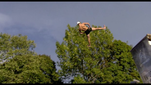 Фото №1 - Финал чемпионата мира по идиотским прыжкам в воду (видео)
