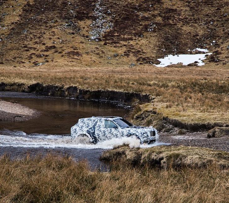 Фото №1 - Смотри, как первый внедорожник Rolls-Royce проходит испытания. Видео!