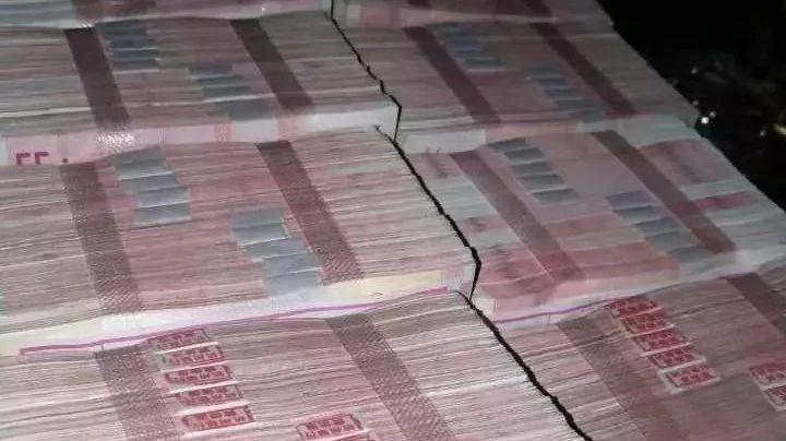 Фото №1 - Китаец заплатил 300 000 долларов отходных за расставание, девушка отказалась — слишком мало