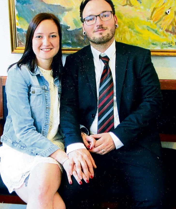 Фото №1 - Русской и немцу отказали в оформлении брачной визы, так как «жена выглядит несчастной на фото»