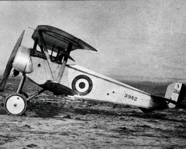 Во Франции впервые создан настоящий самолет-истребитель «Ньюпор-11», вооруженный неподвижным пулеметом. 1916