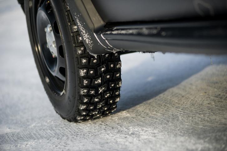 Фото №3 - Нефигурное катание: боком по льду на полноприводных Renault