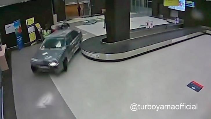 Фото №1 - Ах, вот что на самом деле произошло в аэропорту Казани!