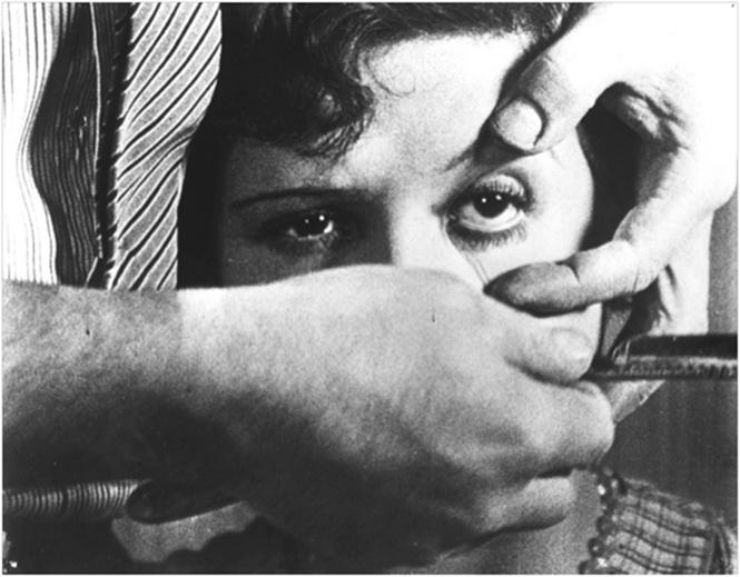 Фото №1 - Самый страшный кошмар всех, кто носит контактные линзы, реализовался!