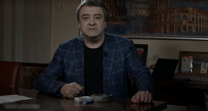 Фото №1 - Кандидат в президенты России выступил против дискриминации курильщиков (ВИДЕО)