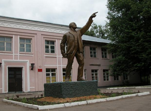 Фото №3 - Самые дурацкие памятники Ленину