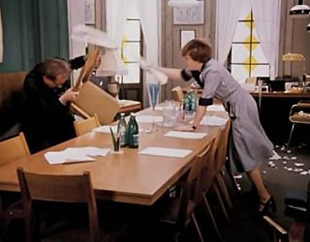 Фото №3 - 20 способов, с помощью которых женщины пытаются управлять нами