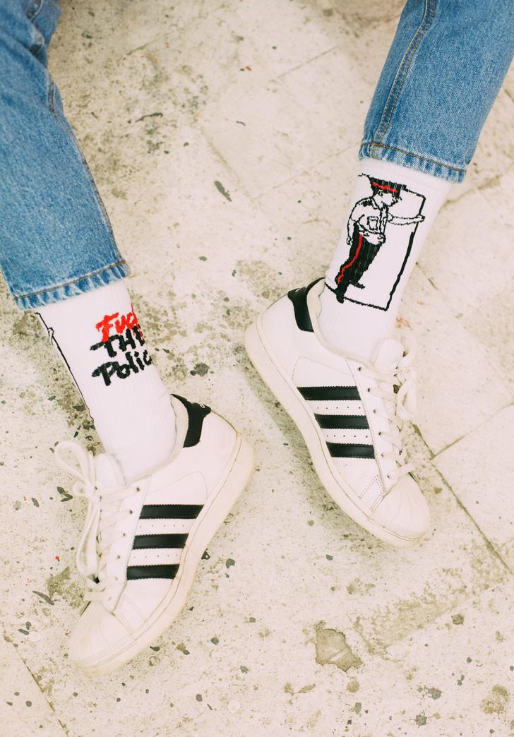Фото №5 - Питерский бренд St. Friday Socks выпустил «уличные» носки с граффити