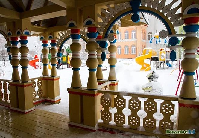 Фото №1 - Иностранцы с изумлением разглядывают русский детский сад