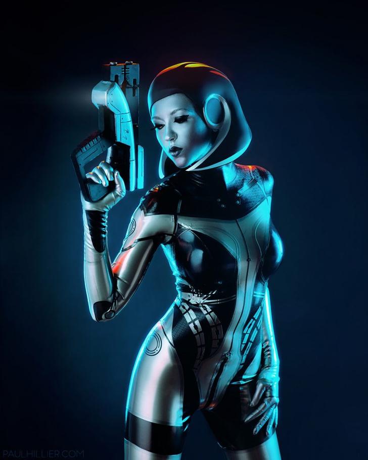 Фото №1 - Самый сексуальный косплей героини игры Mass Effect