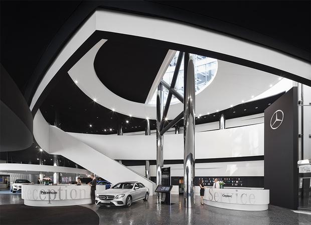 Фото №2 - Шоурум Mercedes-Benz: новое слово в общении с автомобилями