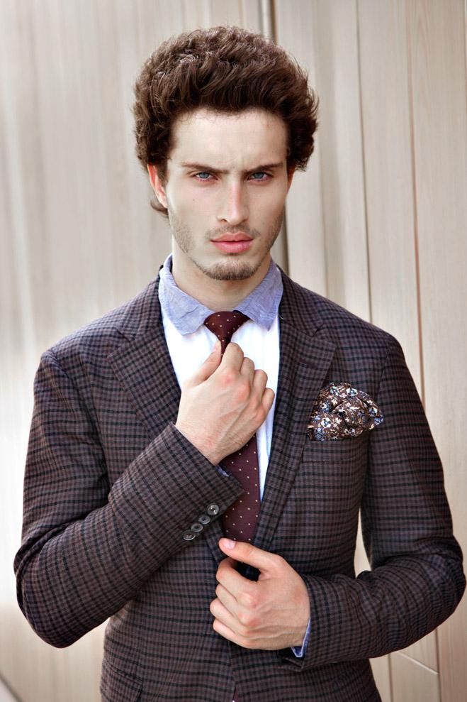 Пиджак Cerruti 1881, рубашка Diesel, галстук и платок Gant