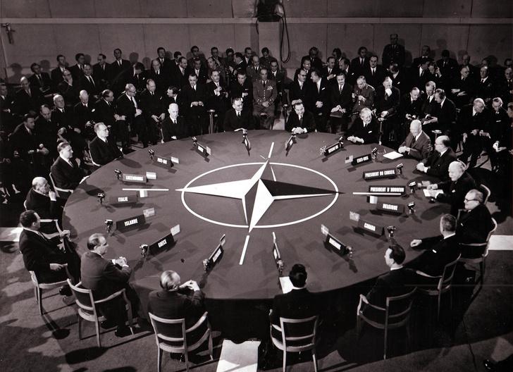 Фото №6 - Одноклассники: Porsche празднует 70-летний юбилей, а мы вспоминаем, что еще классного случилось в 1948 году