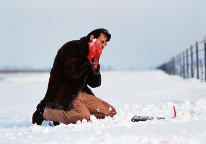 Фото №1 - MAXIM отвечает на глупый вопрос: «Можно ли есть городской снег?»