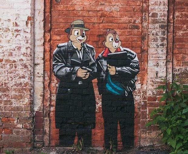 Фото №2 - В Нижнем Новгороде появилось граффити по мотивам фильма «Жмурки» и мультика «Чип и Дейл» (фото)