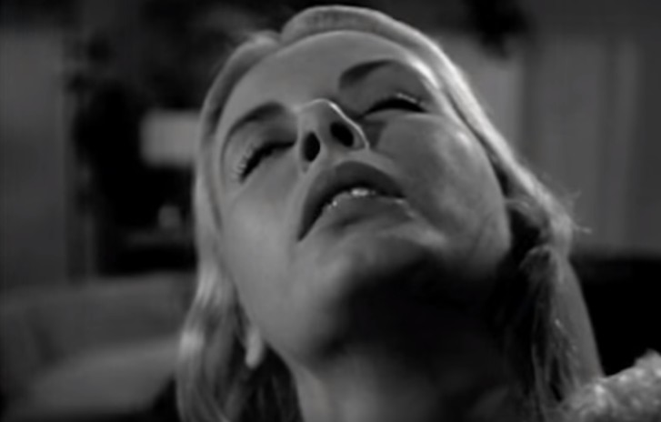 Фото №1 - Первая сцена в истории кино с намеком на оральный секс (видео)