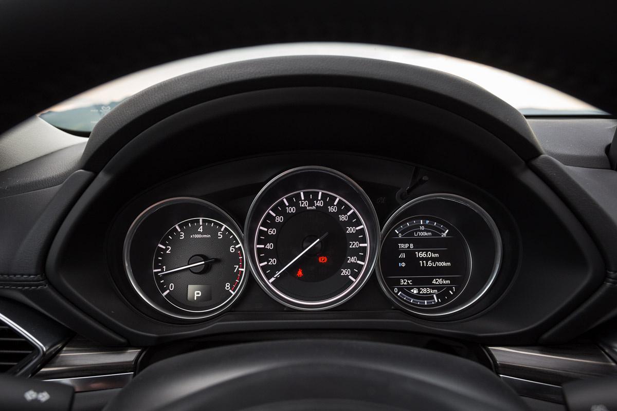 Mazda 5 2017 >> Панель приборов