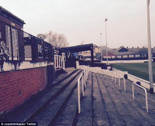 Фото №2 - Секс-футбол-рок-н-ролл: британского футболиста выгнали из команды за разврат на скамейке запасных