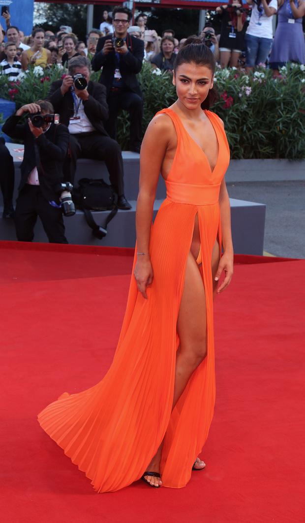 Фото №3 - На Венецианском фестивале модели пришли на премьеру без нижнего белья