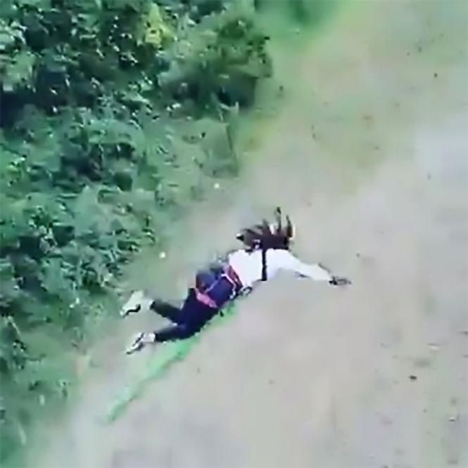 Фото №2 - Когда перед прыжком с моста не рассчитал длину веревки (видео)