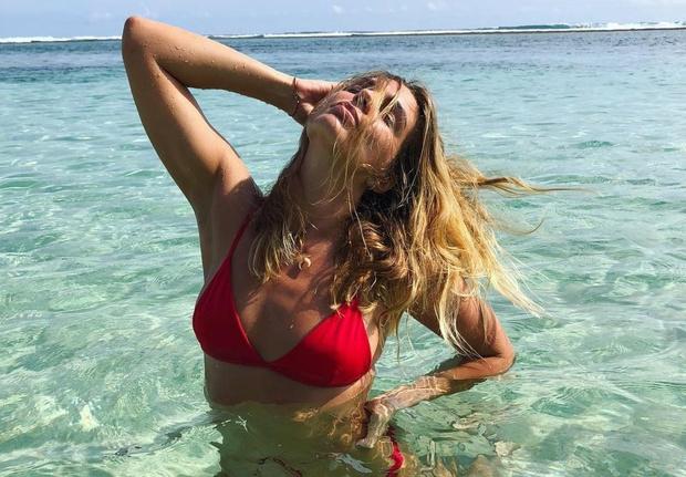 Фото №1 - Самая горячая российская пловчиха Юлия Ефимова снялась топлес в ананасах