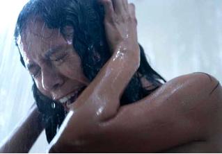Ума Турман в зловещем трейлере хоррор-сериала «Покои» от Netflix