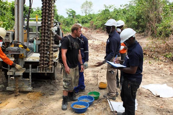 Фото №8 - Фотоистория о том, как разорившиеся агенты по недвижимости отправились в Африку охотиться за золотом