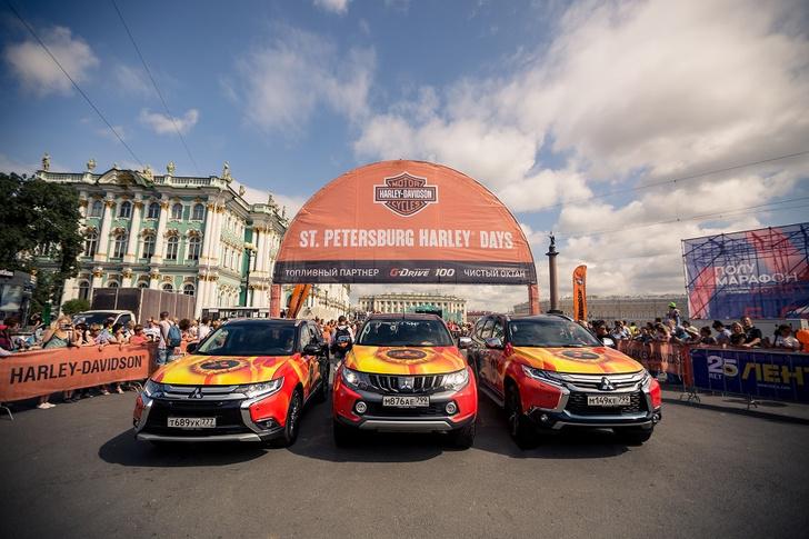 Фото №1 - Автомобили Mitsubishi возглавили мотопарад St.Petersburg Harley® Days
