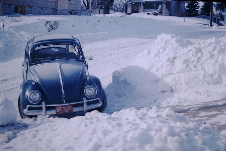 Фото №1 - Два зимних лайфхака с кошачьим наполнителем для автомобилиста
