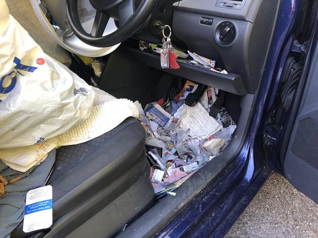 Фото №2 - Британец устроил ДТП, потому что не смог добраться до ручника из-за мусора в салоне (отвратительные фото)