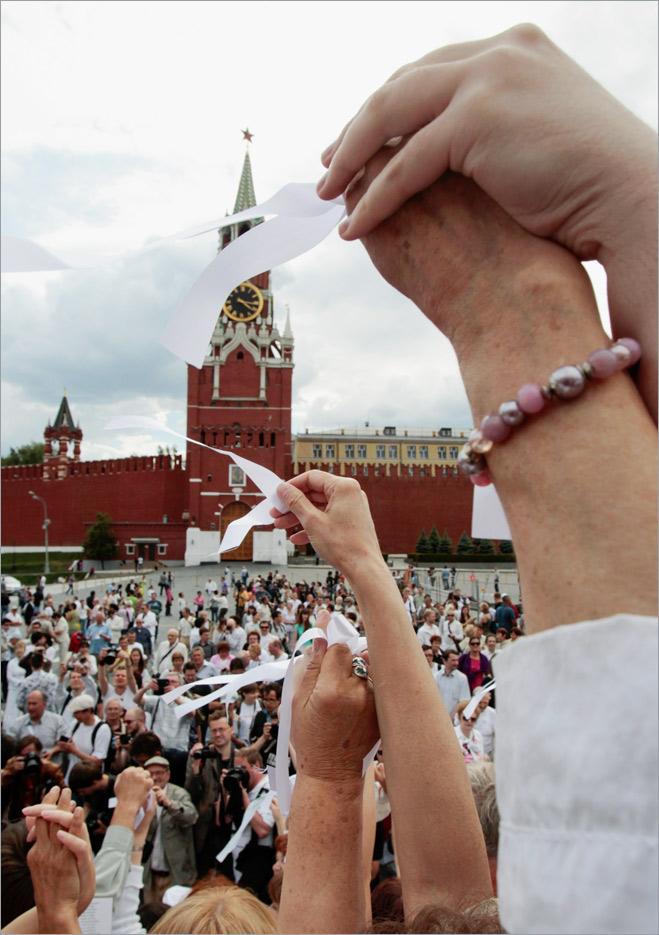 Фото №9 - Ненасильственное сопротивление: как правильно троллить власть, подтачивая ее основание