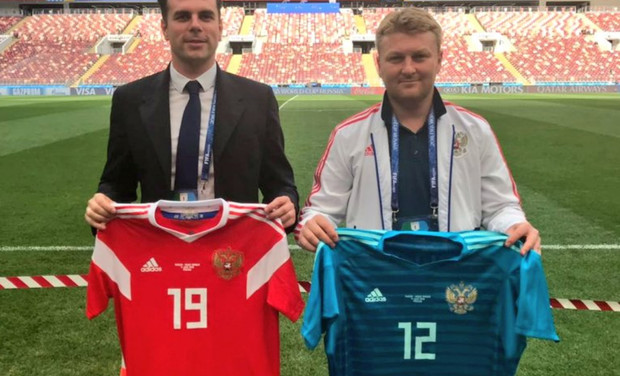 Фото №1 - Вратарь сборной России будет в зеленой форме… Ой, в синей!