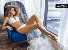 Окна Анны: новейшая фотосессия актрисы Анны Михайловской в MAXIM