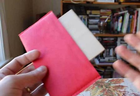 Как поместить деревянный квадрат в прямоугольный конверт? А вот как!