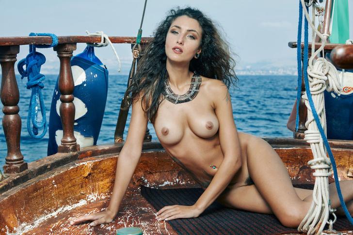 Фото №3 - Французский эротический журнал опубликовал две съемки, мимо которых мы не смогли пройти