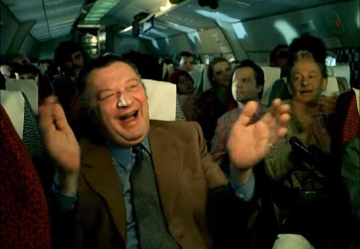 Фото №1 - Вот что российские пилоты на самом деле думают об аплодисментах после посадки самолета