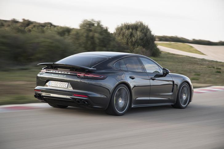 Фото №12 - Самый крутой гибрид в мире: Porsche Panamera Turbo S E-Hybrid