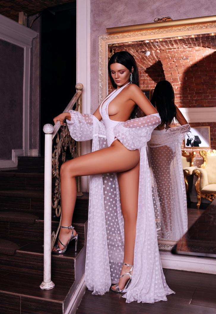 Фото №3 - Красотки Jimmy Poy: самые сексуальные работницы индустрии караоке