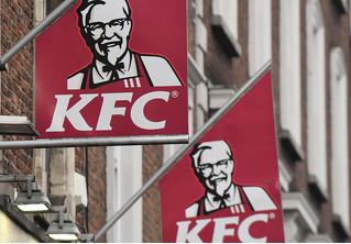 Хитрый студент год бесплатно питался в KFC, притворяясь проверяющим