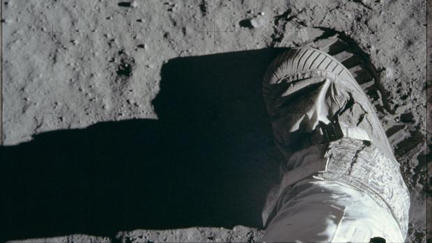 Фото №1 - Опубликована полная галерея снимков американской миссии на Луне