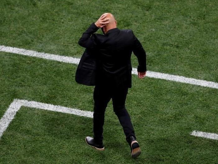 Фото №1 - Тренеру сборной Аргентины за поганую игру попали бутылкой в голову!
