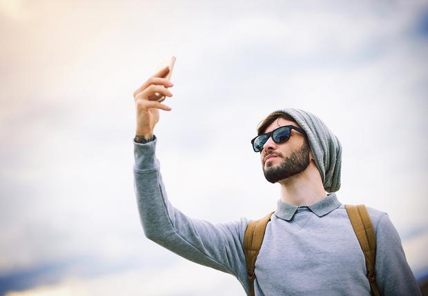 Фото №1 - Поднимать телефон повыше, чтобы поймать сеть,— бессмысленно