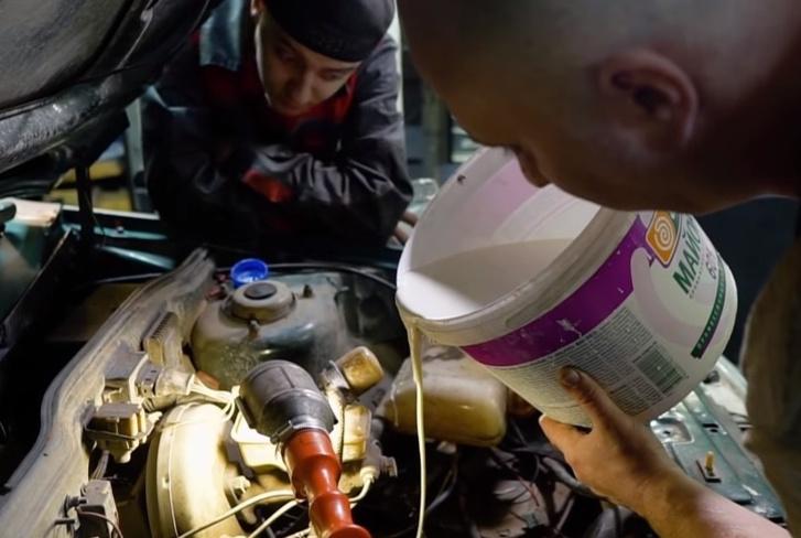 Фото №1 - Что будет, если залить в коробку передач неньютоновскую жидкость (видео)