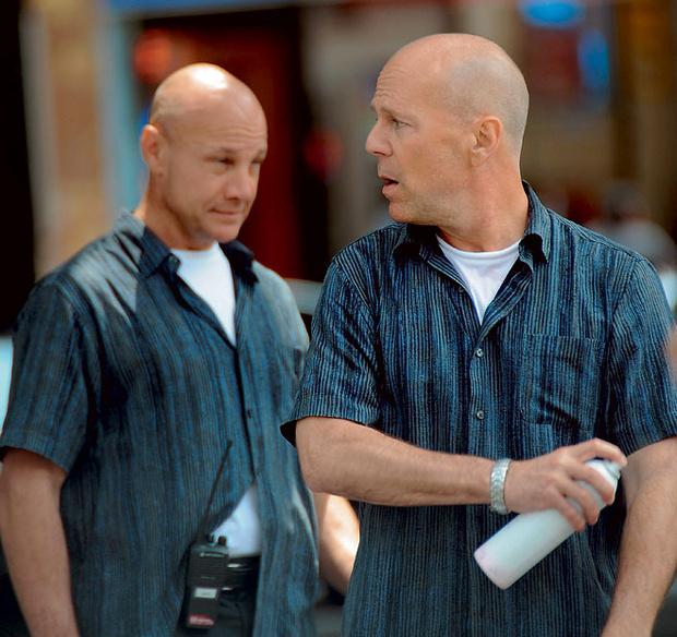 Преследуемый дублером. На съемках «Двойной КОПец», 2009