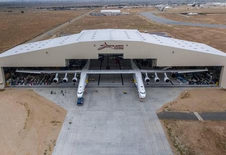 Самый большой самолёт в мире готовится к взлёту (ВИДЕО)