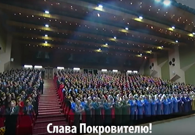 Фото №1 - Самые неадекватные проявления любви к президентам на постсоветском пространстве
