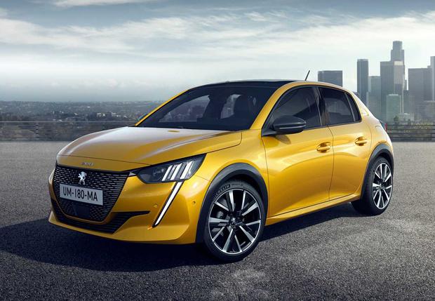 Фото №9 - Больше, чем у X7: еще десять автомобилей с монументальными решетками радиатора