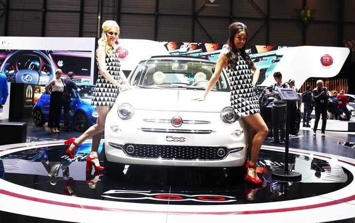 Фото №2 - Лучшие девушки автосалона в Женеве
