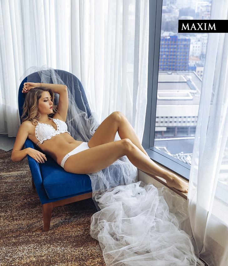 Фото №3 - Окна Анны: новейшая фотосессия актрисы Анны Михайловской в MAXIM