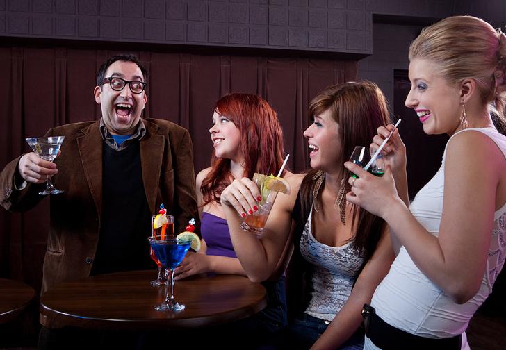 Фото №1 - Ученые назвали возраст, после которого ты будешь выглядеть в ночном клубе жалко